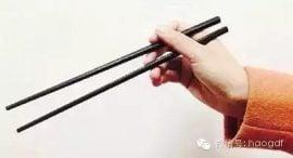 这样拿筷子,能锻炼全身关节和肌肉!(99%的人没拿对!)